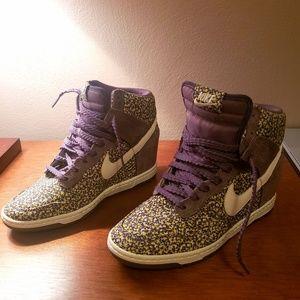 Nike sky hi dunk wedge gym shoe size 8.5 like new